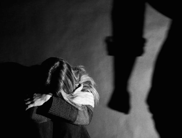 Maltrattatamenti, estorsione e rapina: in carcere il fratello della vittima