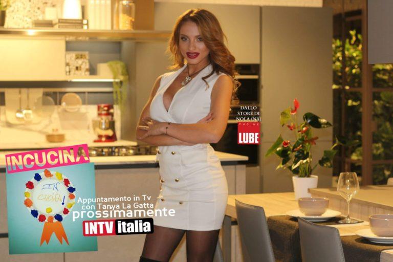 Tanya La Gatta protagonista di 'In cucina', un nuovo programma televisivo.