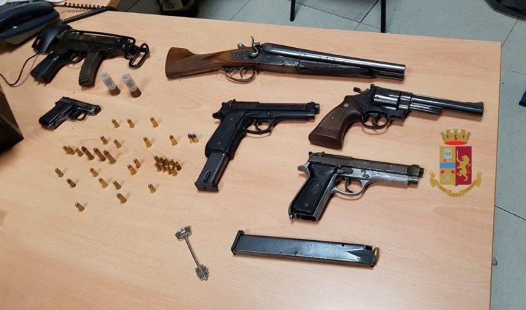 Napoli. Droga e armi in un deposito di Soccavo, arrestato un 17enne