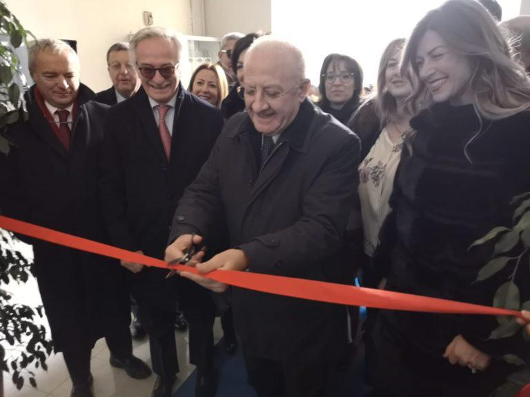 De Luca inaugura lo sportello famiglia al tribunale di Torre Annunziata
