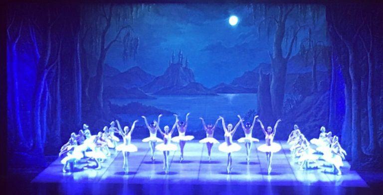 """La danza made in Italy conquista la Cina con """"Il lago dei cigni"""""""