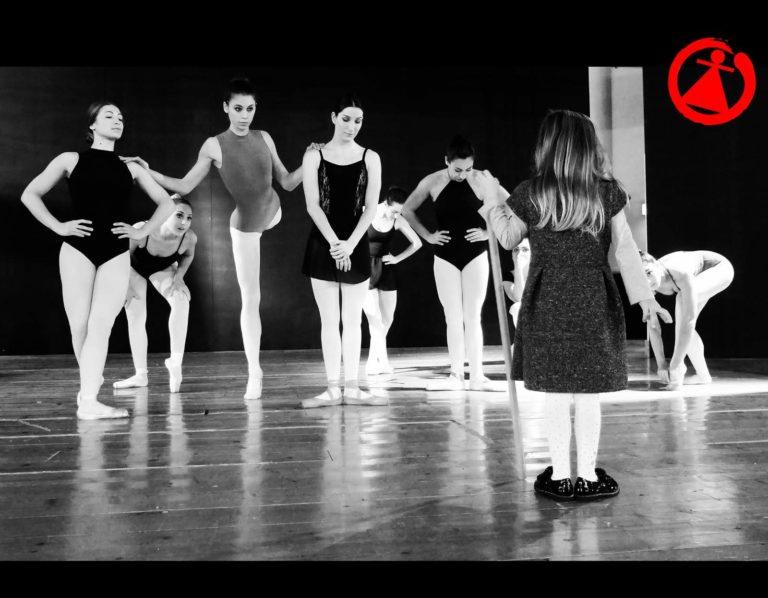 Skarakids, il calendario della coreografa Sticchi per i diritti dell'infanzia