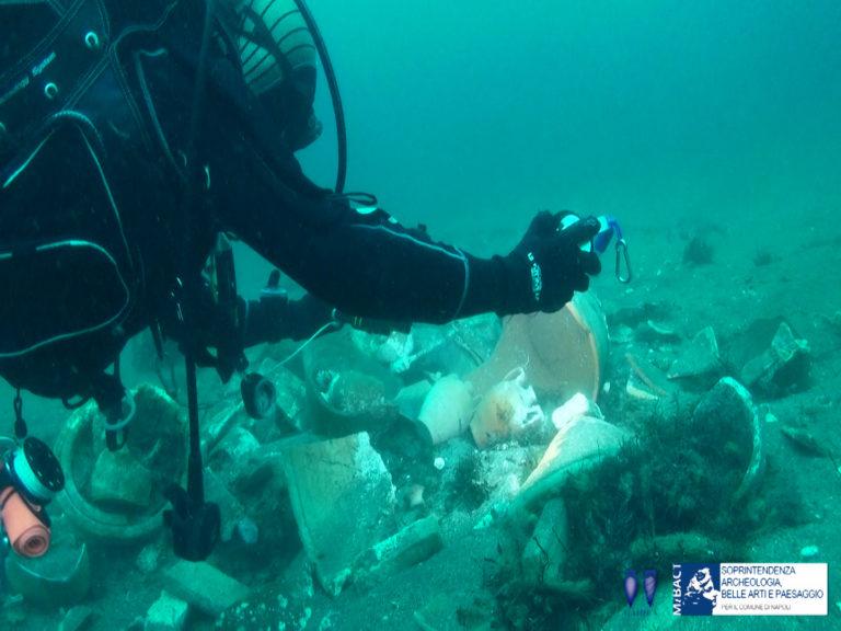 Splendido ritrovamento nel mare di Posillipo:un carico di terracotta del '700