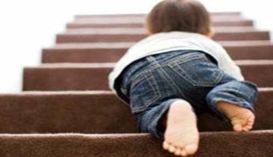 Bimbo di 3 anni solo di notte per le strade di Sant'Antimo
