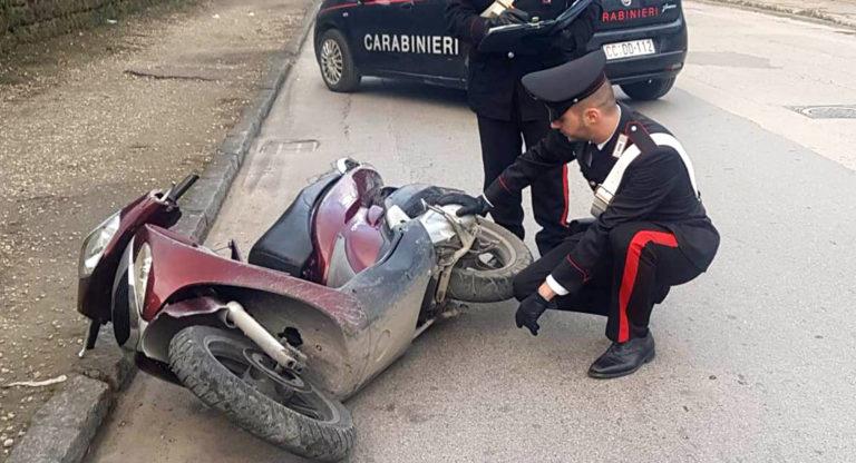 Tra rapine in meno di un'ora ma cade dallo scooter e viene arrestato