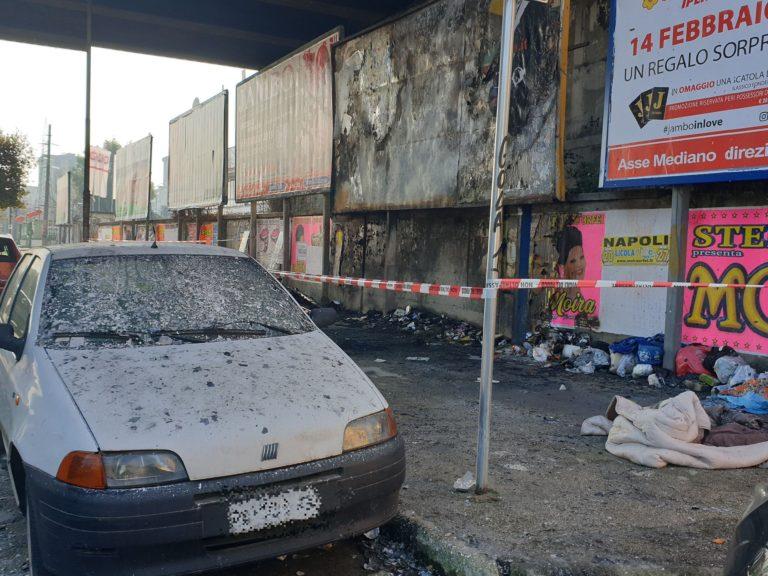 """Incendio sotto al ponte di Melito dove dorme il senzatetto, FdI:""""Degrado"""""""