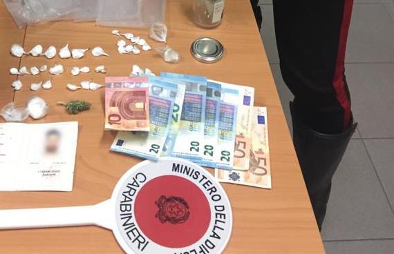 Cercola. Cocaina e documento contraffatto in casa, arrestati due fratelli