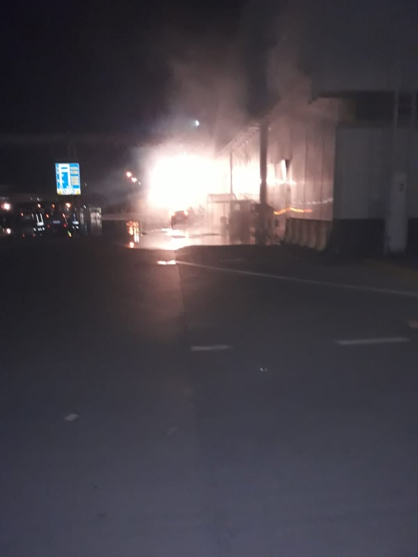 """Incendio alla Fiat Pomigliano, le fiamme partite dalla zona """"montaggio"""""""