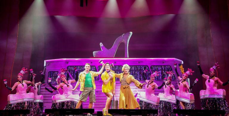"""Teatro Augusteo di Napoli: in scena il musical """"Priscilla – La regina del deserto"""""""