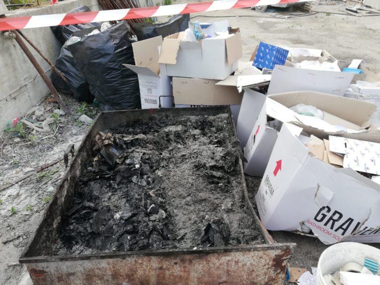 Brucia i rifiuti pericolosi dell'azienda, beccato sul fatto è stato arrestato