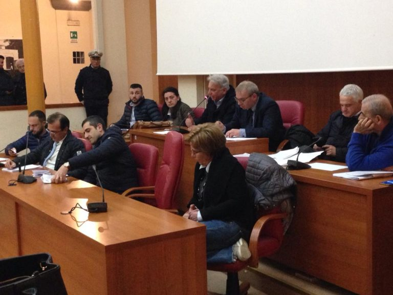 """Ultimo Consiglio comunale, Caserta: """"Lascio un bilancio risanato"""""""