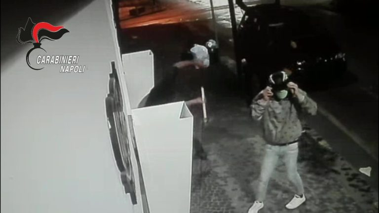 """Furti in negozi di lusso, arrestati componenti della """"banda della spaccata"""""""