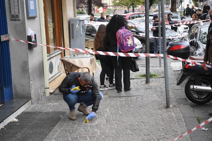 """De Magistris: """"Chi spara ad una bambina se ne deve andare da Napoli"""""""