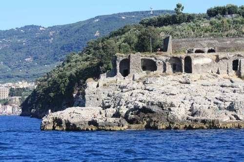Passeggiata al tramonto tra archeologia e sapori a Sorrento