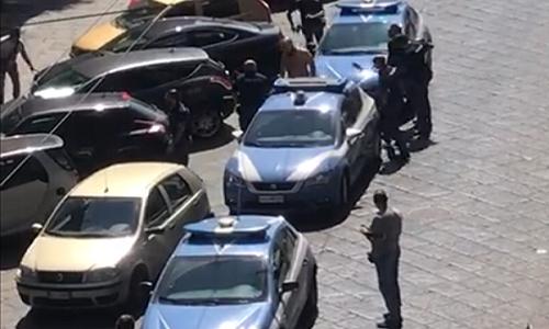 """Pitbull sparato da poliziotto, i sanitari del 118: """"Voleva mordere anche noi"""""""