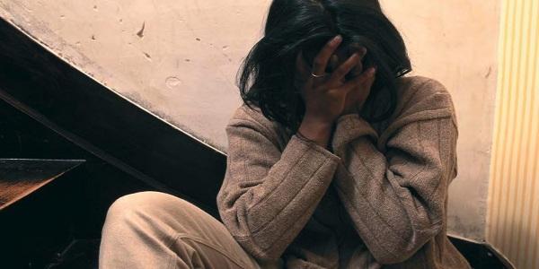 Minaccia madre e sorella con martello e 2 cacciaviti: arrestato