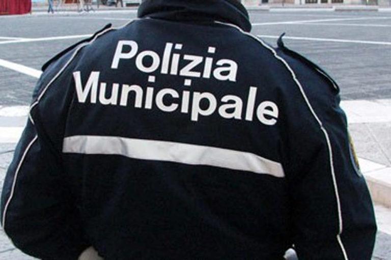 Ditta scarica rifiuti al campo rom di Scampia, denunciati operai e titolare
