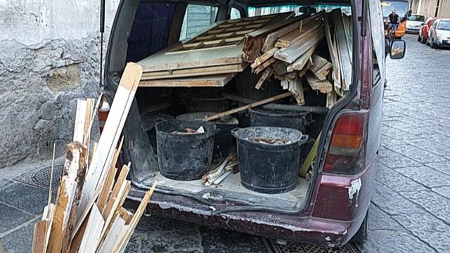 Napoli. Tentano di abbandonare rifiuti speciali: bloccati dalla Polizia Locale