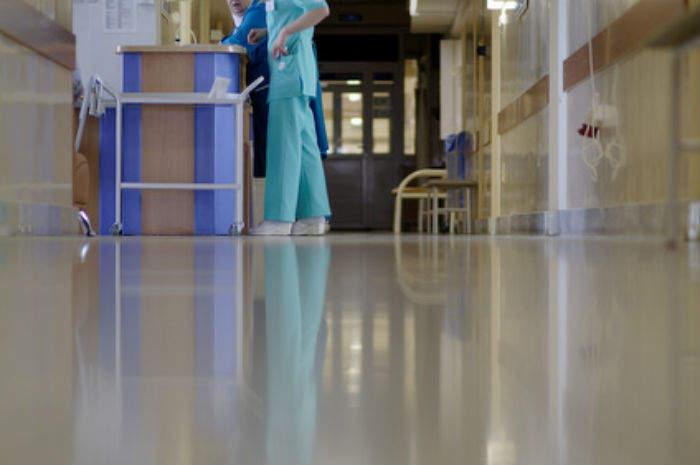 Chiede la beneficenza ai degenti dell'Ospedale del Mare ma è una truffa