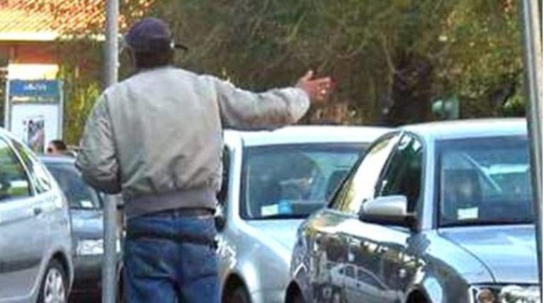 Parcheggiatori abusivi, continua l'azione di contrasto della polizia