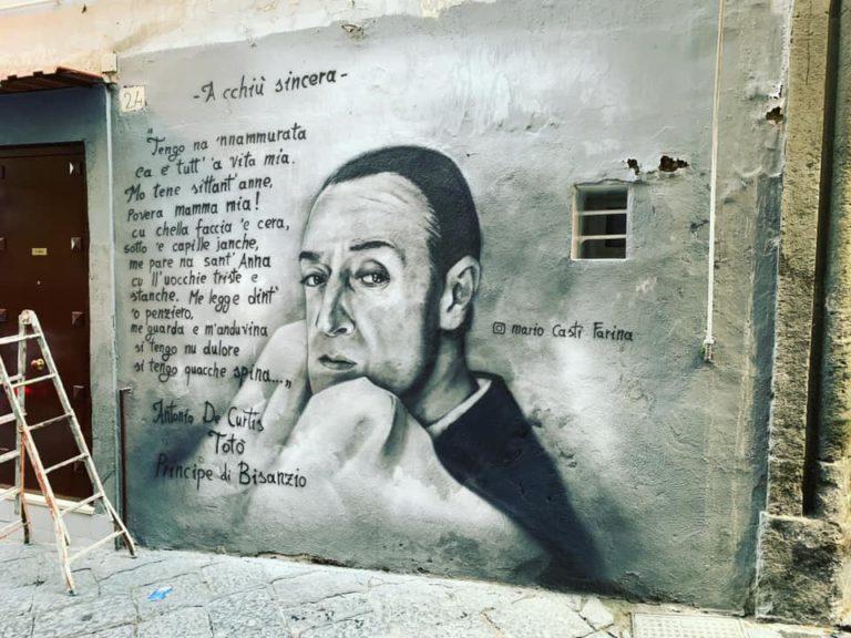 Il writer di Pomigliano d'Arco omaggia Totò ai Quartieri Spagnoli