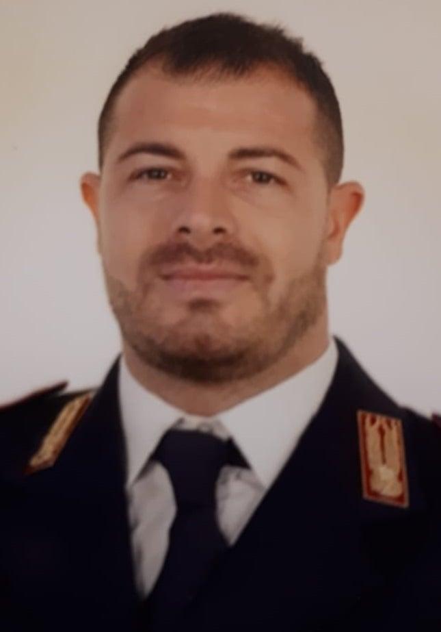"""Lutto a Pozzuoli per l'agente ucciso, il sindaco: """"Eroe dei giorni nostri"""""""