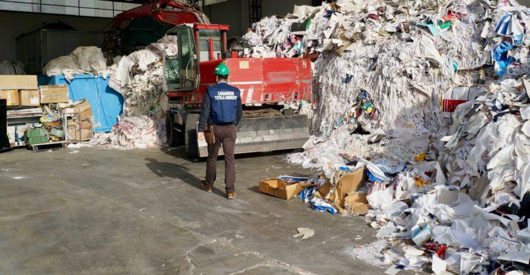 Reati ambientali, scoperti rifiuti speciali in un'azienda a Volla