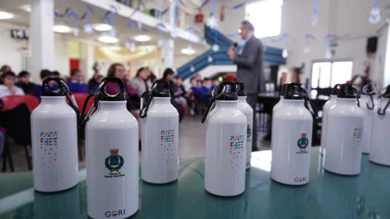 Somma. Gori Plastic free, 2mila borraccine agli alunni della primaria