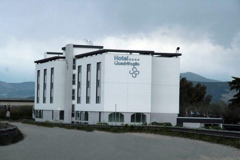 Hotel Quadrifoglio, disperazione tra i 40dipendenti rimasti senza lavoro