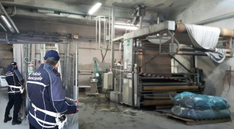 Terra dei fuochi, controlli in una tintoria industriale di Frattamaggiore