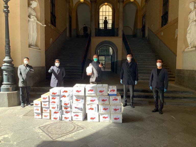 Cinesi donano igienizzanti e 3mila mascherine al Comune di Napoli