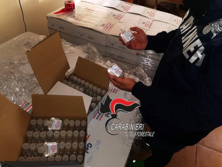 Sapone venduto come gel antibatterico, migliaia di flaconi sequestrati