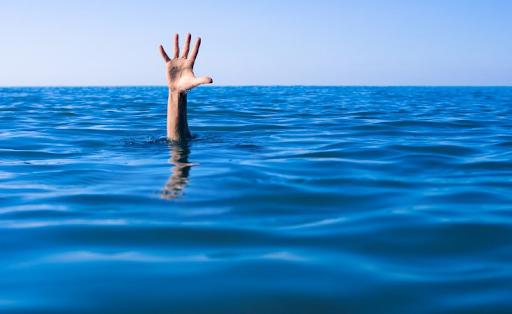Carabiniere salva bagnante che annegava a mare